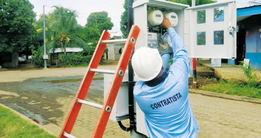 Pobladores aseguran que están recibiendo facturas con cobros excesivos en el servicio de energía eléctrica.