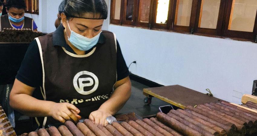 Plasencia Cigars reconoce que el premio es resultado del trabajo de todos. Foto: Alba Nubia Lira/Radio ABC Stereo