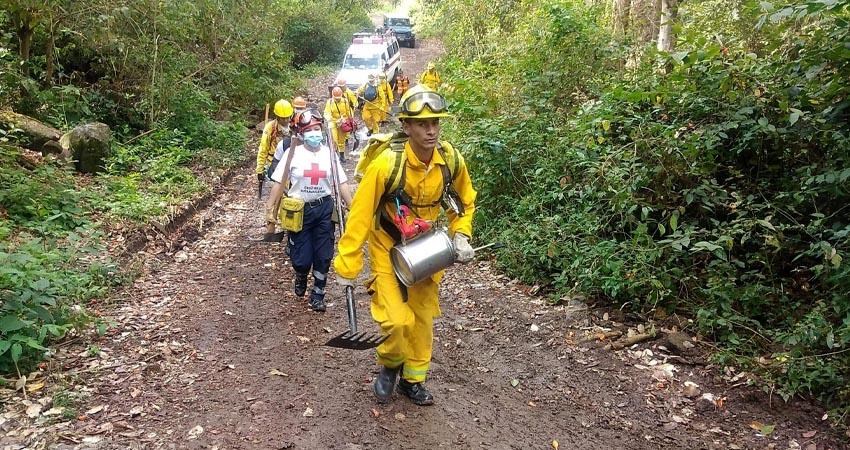 Con resultados positivos concluyeron el entrenamiento los socorristas que se preparan para atender las emergencias por incendios forestales en esta época seca.