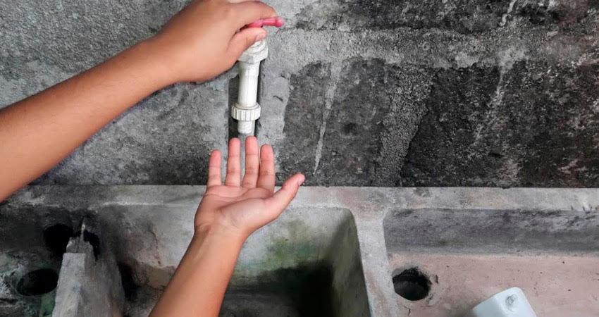 Diferentes barrios de Estelí carecen de un buen servicio de agua potable. Sus pobladores se enfrentan a varias dificultades para el aseo personal, la preparación de alimentos y el lavado de ropa. Otros deben desvelarse para lograr recoger agua.