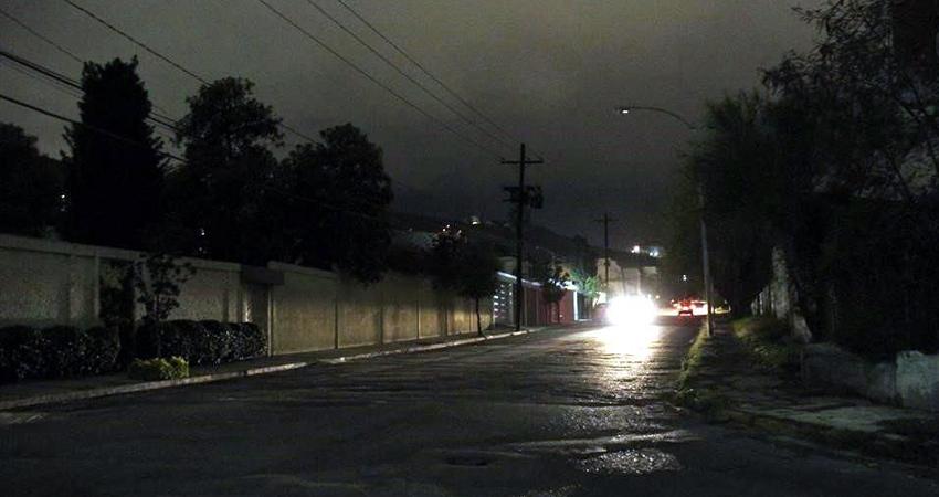 Pobladores manifiestan que a pesar de que no hay luz en las calles, el servicio se cobra cada mes en las facturas, por lo que demandan la pronta reparación de las luminarias.