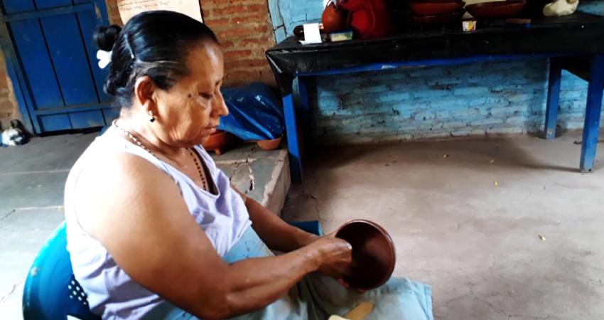 El colectivo de mujeres artesanas espera que la situación mejore para continuar con el trabajo heredado de generación en generación. Foto: Martha Celia Hernández/Radio ABC Stereo