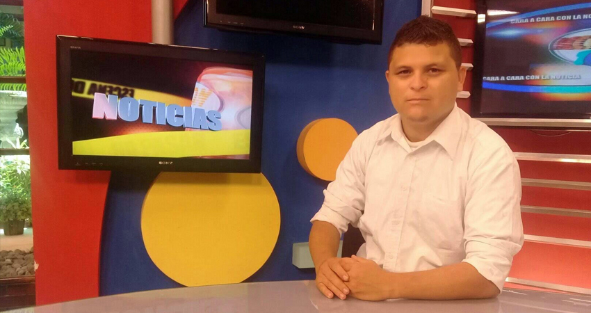 Durante algunas horas fue retenido por la policía el periodista de Madriz Jacdiel Rivera Cornejo. El reportero de Canal 10 fue señalado de repartir volantes.