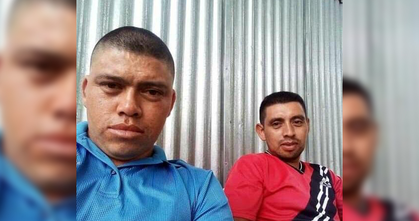 Oscar Danilo Castro (a la izquierda, de camisa roja) estaba en un centro de Matiguás. Foto: Cortesía/Radio ABC Stereo