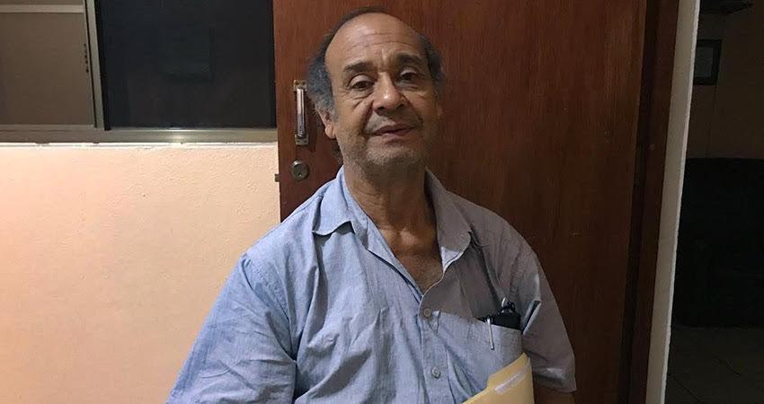 El profesor Jairo Toruño no ha logrado retomar su venta de postres debido a las enfermedades que padece. El reconocido maestro espera encontrar una mano amiga en la población.