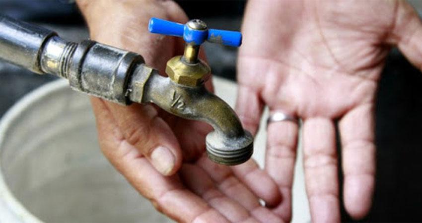 Paula Úbeda, Orlando Ochoa e Igor Úbeda son algunos de los barrios donde reportan problemas con el servicio de agua potable.