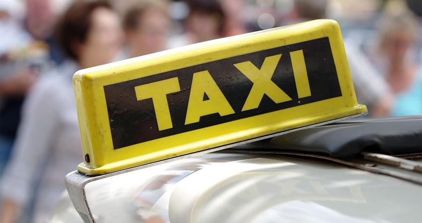 La niña relató que el taxi era color blanco pero no pudo tomarle el número de la placa. Foto de referencia.