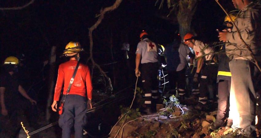 La víctima fue rescatada satisfactoriamente y remitida al hospital. Foto: Juan Fco. Dávila/Radio ABC Stereo