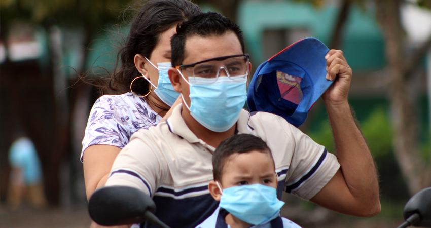 En medio de la emergencia sanitaria, las tan necesarias mascarillas han subido de precios. Una caja que antes costaba 100 córdobas, ahora se oferta hasta en 170 córdobas.