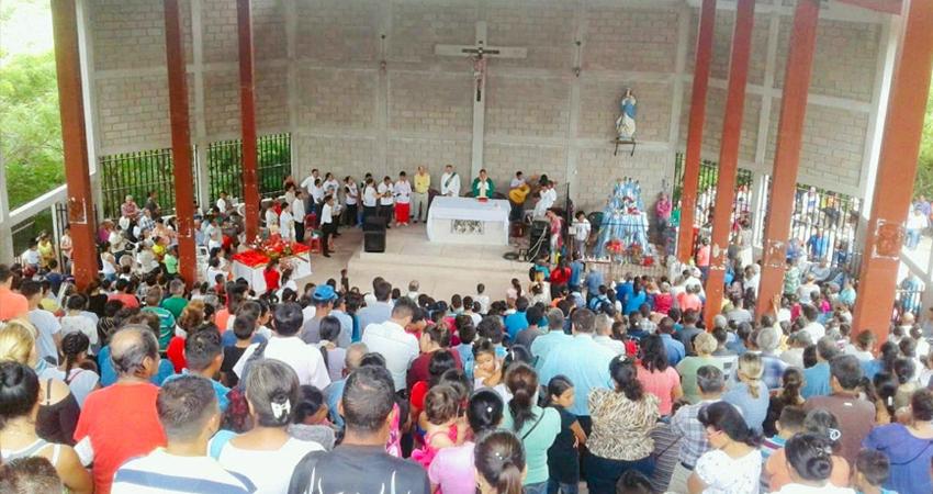 Mientras la feligresía continúa orando por la salud del Padre Santiago Aguirre, se informó que la Eucaristía del Santuario de Cacaulí queda suspendida, para evitar aglomeraciones.