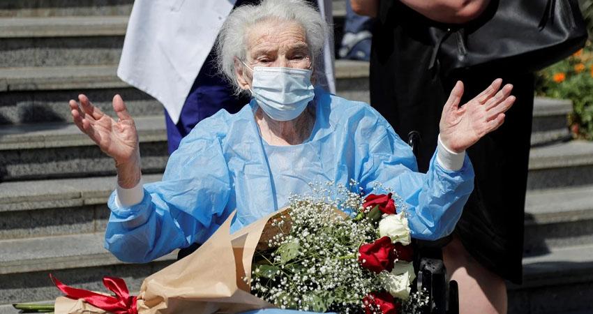 Una mujer georgiana de 111 años superó el coronavirus y fue dada hoy de alta tras pasar 12 días en un hospital, informaron las autoridades locales.