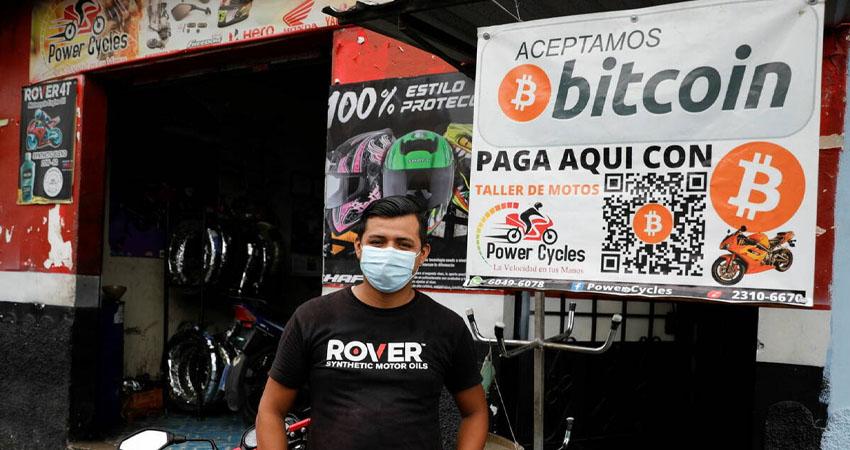El Salvador se convirtió este martes en el primer país en adoptar el bitcoin como moneda nacional, dando inicio a un radical experimento monetario que podría suponer riesgos para la frágil economía.