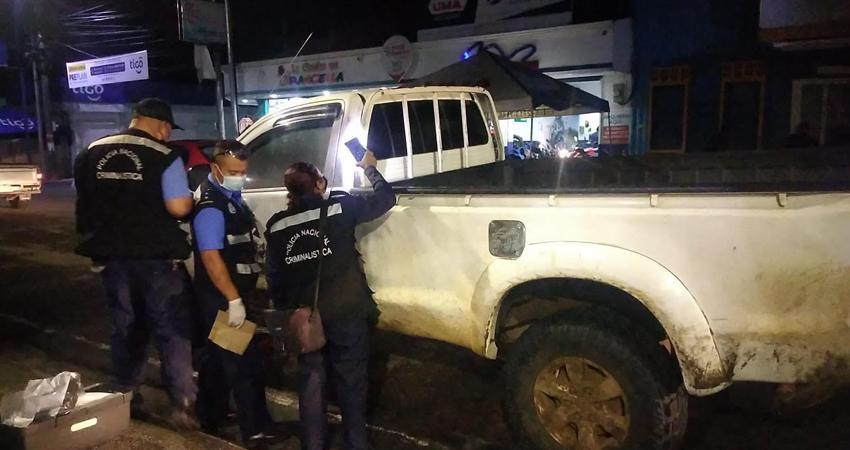 Los ladrones dañaron el llavín de la camioneta para extraer el dinero. Foto: Juan Fco. Dávila/Radio ABC Stereo