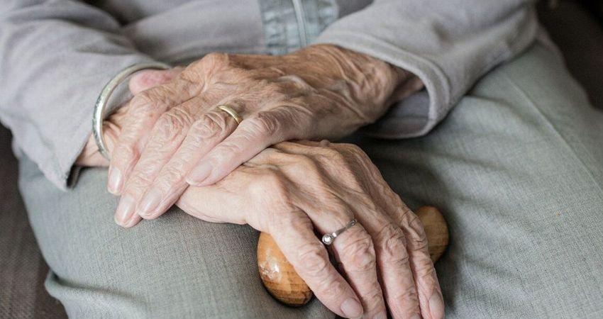 Los adultos mayores son las potenciales víctimas de una falsa cristiana que con artimañas ha entrado a robar a diferentes viviendas de Estelí. La mujer cargó con 5 mil córdobas.