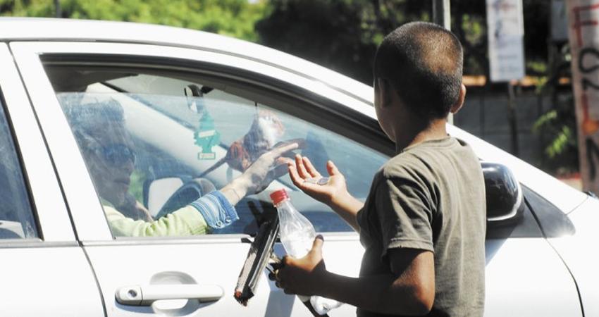 Expuestos al peligro. Los menores de edad que trabajan o piden en las calles, se ven expuestos a riesgos de secuestro, violación, explotación y asesinato.