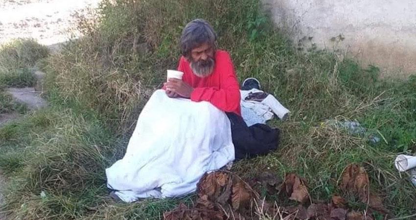 Las condiciones en las que vive don Eddy Noel Jirón son precarias. El ancianito está muy enfermo y no tiene familia en Jinotega, sus vecinos tratan de darle una mano amiga y desean localizar a sus parientes, que posiblemente habitan en Carazo.
