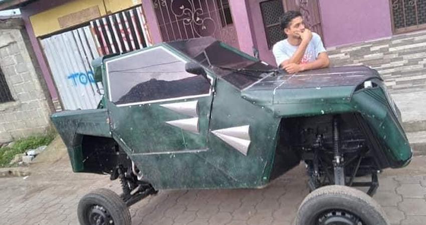 Innovación y perseverancia. Con sus conocimientos en mecánica y con sus propios recursos, Andrés Herrera logró construir su vehículo, cuyas piezas fueron fabricadas y diseñadas por él. En su particular automóvil ahora se desplaza recorriendo las calles de Jinotega.