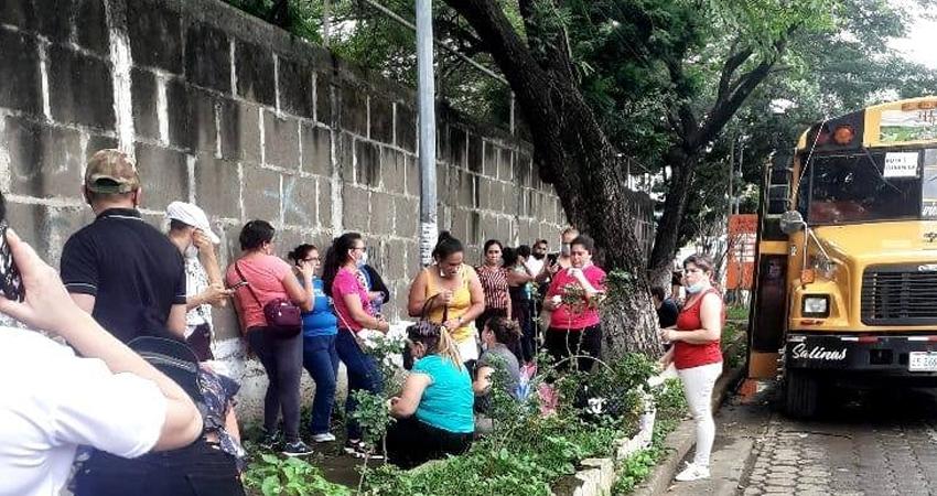 La empresa tabacalera dispuso de varias unidades de buses para todos los trabajadores que voluntariamente quisieran ir a Managua. La iniciativa ha sido aplaudida por varios sectores.