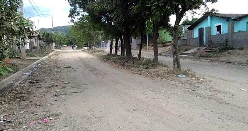 Este barrio de Ocotal surgió hace más de 20 años, después del Huracán Mitch. Los años han pasado, la población ha crecido pero la reparación y adoquinado de calles sigue siendo una necesidad latente para quienes residen en este lugar.