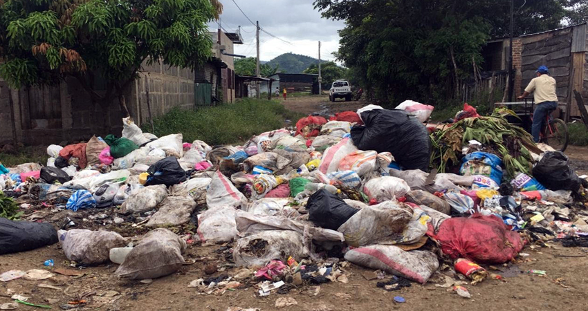 Habitantes piden una respuesta a la municipalidad debido a que desde hace tres semanas el camión recolector de basura no llega a los barrios Alexis Argüello y Monte Sinaí.