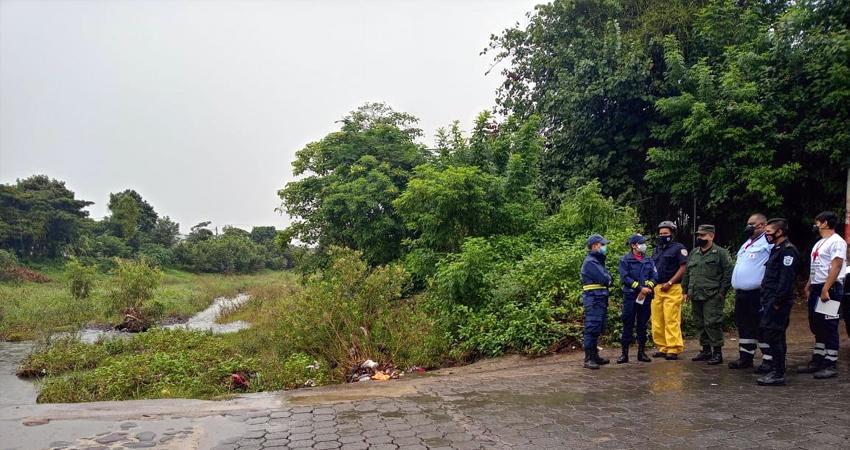 Miembros del Cuerpo de Bomberos Unificados de Estelí, de la Cruz Roja y de la Defensa Civil realizaron recorridos por lugares potencialmente vulnerables, ante el Huracán Eta, que ahora es tormenta tropical.