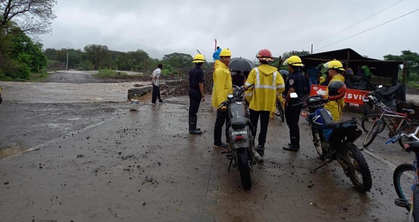 El río de San Juan de Limay se ha desbordado estos días producto de los constantes aguaceros.