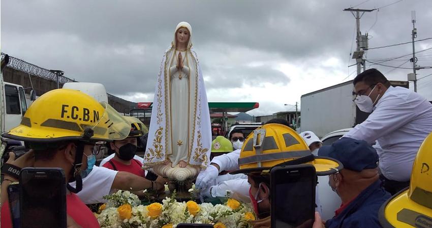 Tras varios meses de pausa, la Imagen Peregrina de la Virgen de Fátima retomó su recorrido, llegando ayer a la Diócesis de Estelí, donde fue recibida por centenares de católicos que la acompañaron en una caravana vehicular.