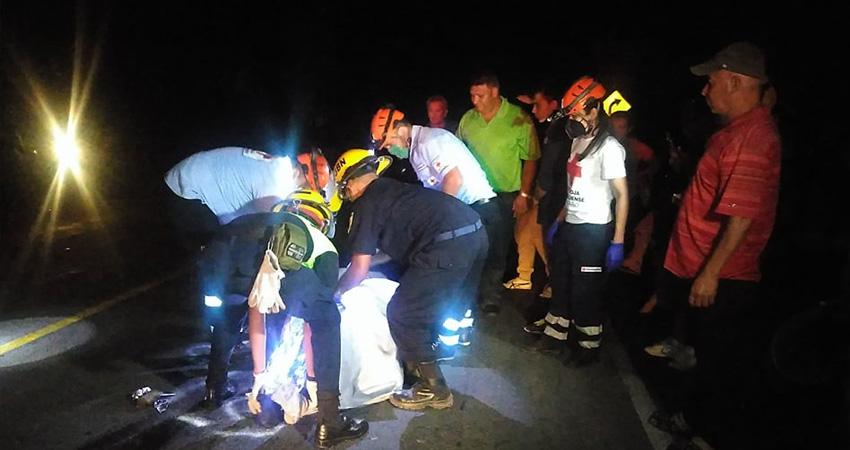 Socorristas acudieron a la escena pero el hombre ya había fallecido. Foto: Juan Fco. Dávila/Radio ABC Stereo