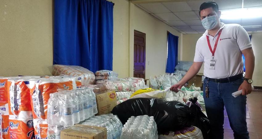 Personas particulares, trabajadores de tabacaleras y empresas se han sumado al llamado de la Cruz Roja Estelí a favor de los nicaragüenses afectados por los huracanes. Decenas de quintales de productos han sido recibidos hasta ahorita.