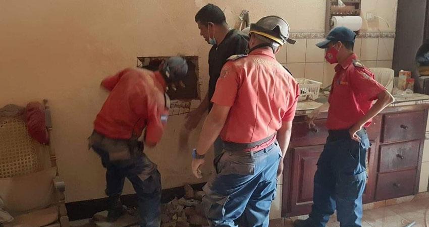 Los animales también importan y eso lo tiene claro el Benemérito Cuerpo de Bomberos de Estelí, cuyos miembros han rescatado a dos mascotas que habían quedado atrapadas entre paredes recientemente en Estelí.